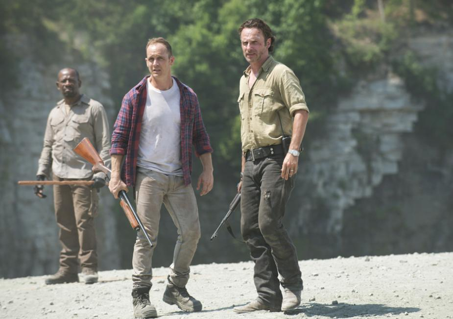 Morgan Jones (Lennie James), Carter (Ethan Embry) and Rick Grimes (Andrew Lincoln) in Season 6 Photo by Gene Page/AMC