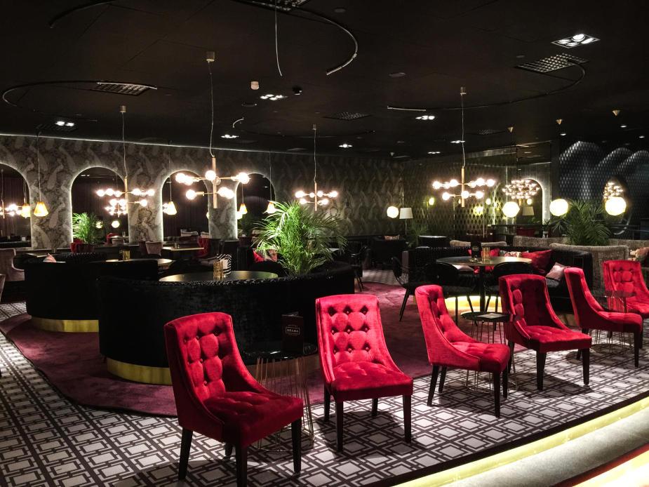Den fina restaurangen utanför VIP-salongerna