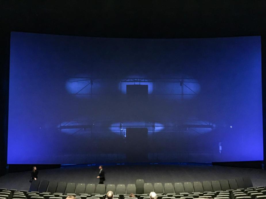 IMAX duken är STOR, och otroligt mäktig att se